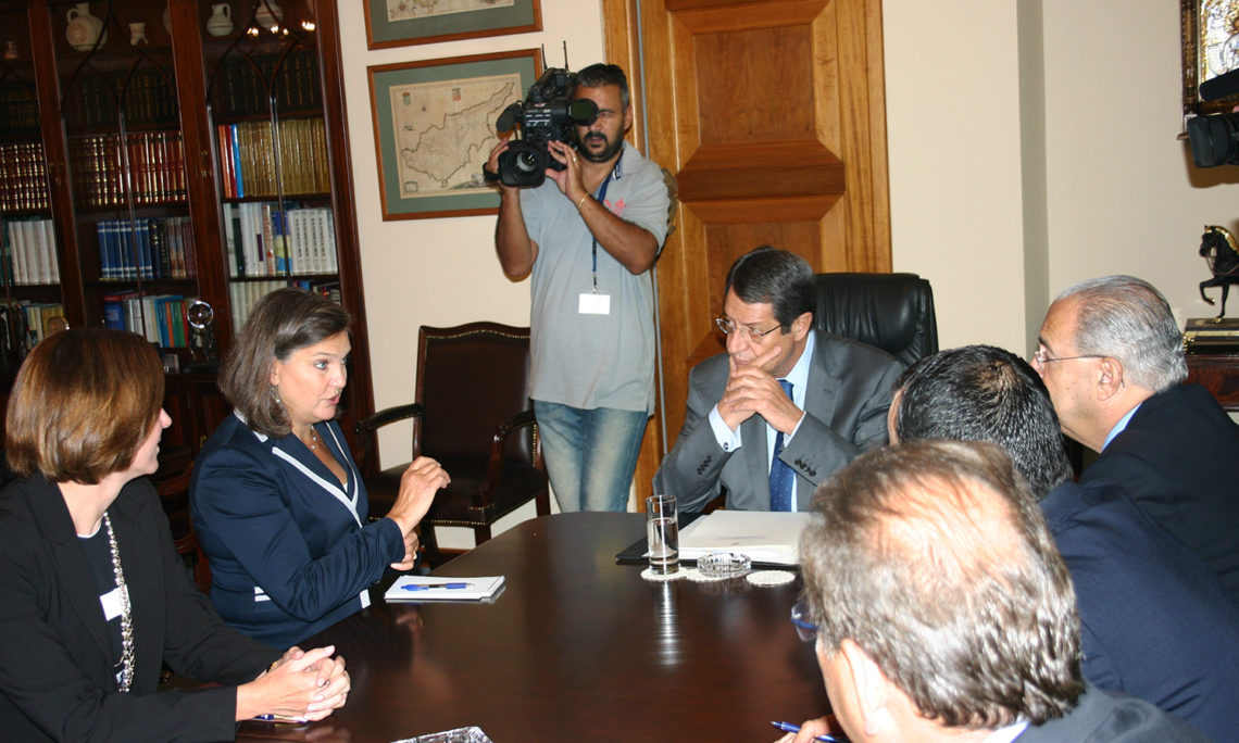 Assistant Secretary Nuland with President Anastasiades and FM Kasooulides during their meeting (State Dep.)